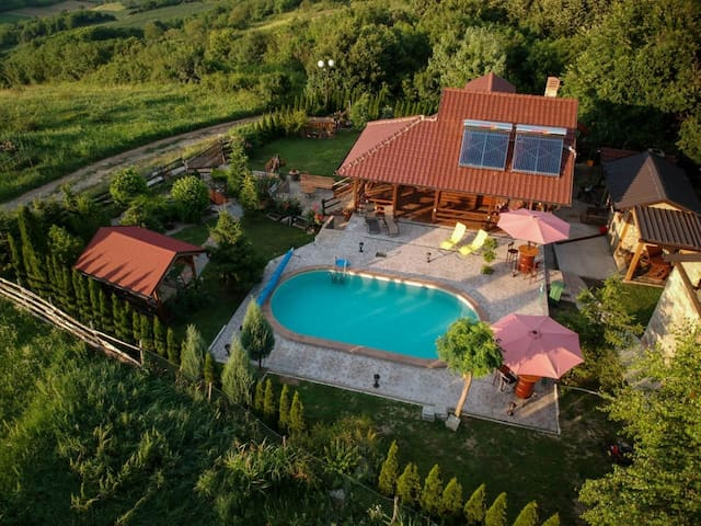 Vikendaja (Cottage with incredible view + pool)
