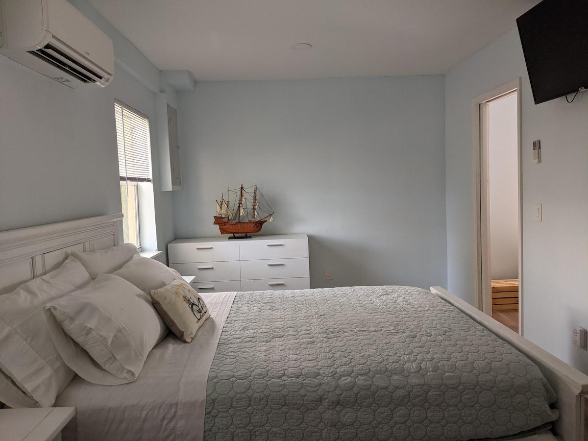 Quiet Mango Grove Apartment