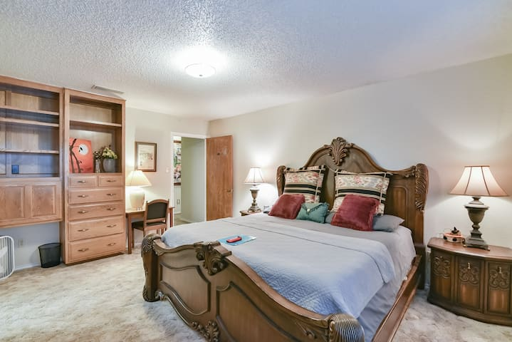 Super Cozy Kingset Room+private bath-DFW/ATT1