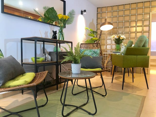 Tropical fresh apartment in center of Lisbon