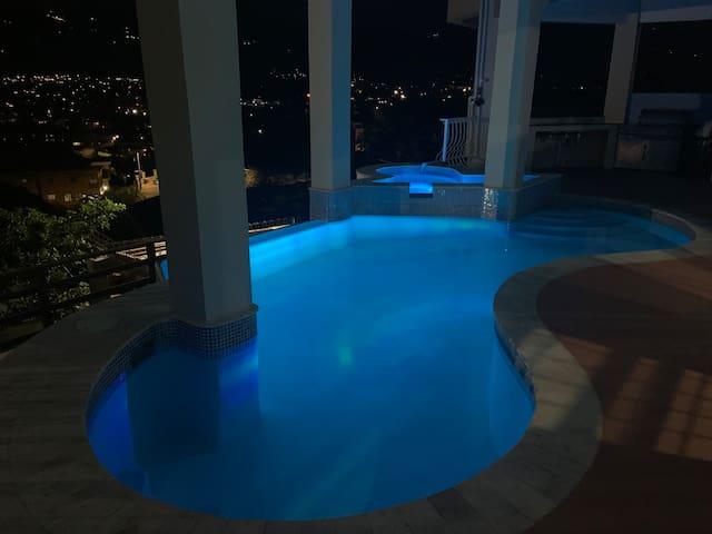 Kgn Luxury Sanctum*5 min city~Pool & Blue Mtn View