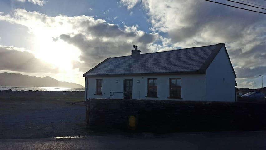 The Old Forge, Beachside cottage, stunning views