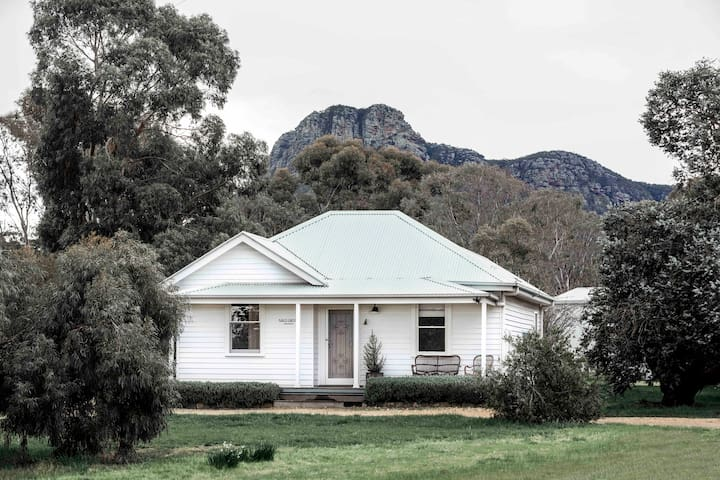 A nostalgic outpost at the foot of the Grampians