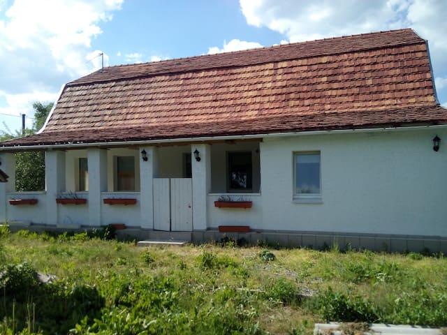 Mar'yanivka village的民宿