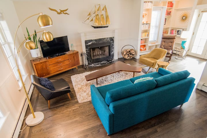 Mid Century Charmer on the Hill