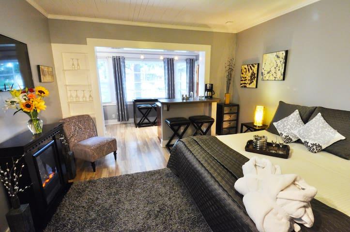 Luxury Two Bedroom Garden Cottage