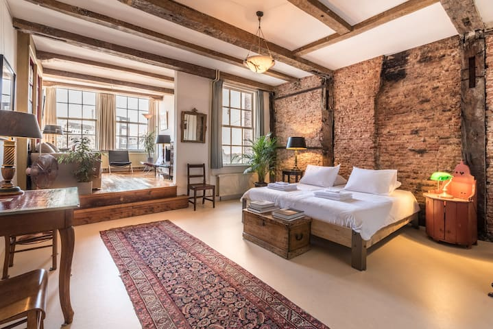 Classy Room 17th Century Canal House