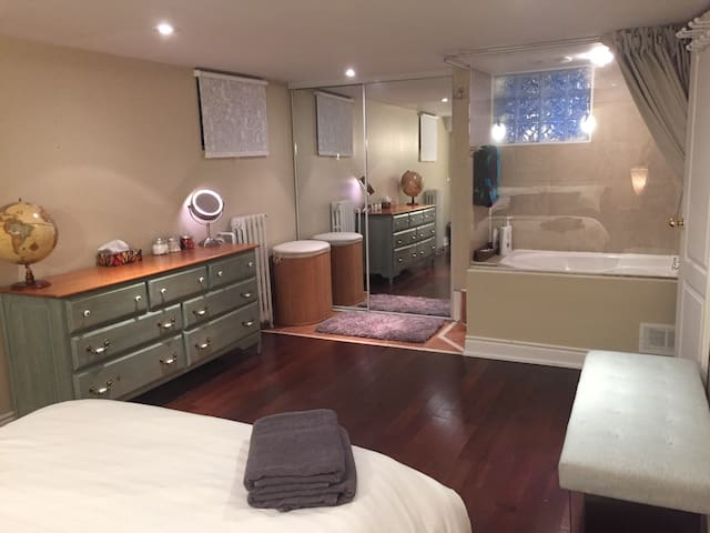 Beautiful 1-bed with en suite Jacuzzi
