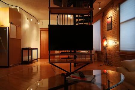 HECLA LOFT DOWNTOWN - Fun Relaxing Heritage Loft