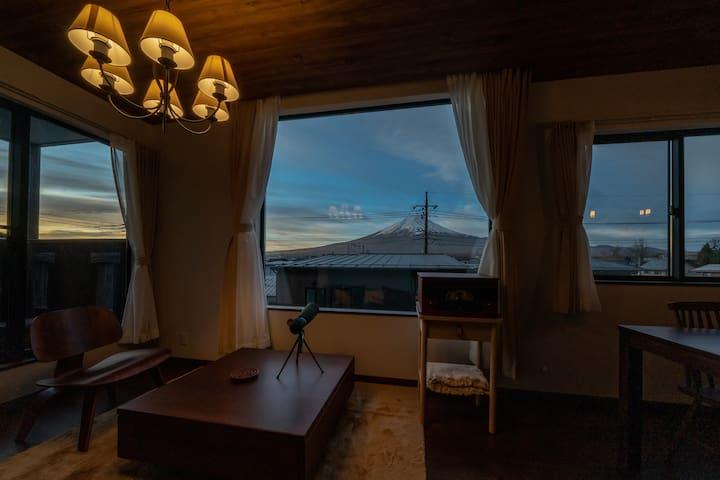 [Mori]夏富士の光の輝きを楽しむロングステイ割引河口湖駅徒歩4分湖5分新築一棟貸切ラグジュアリー