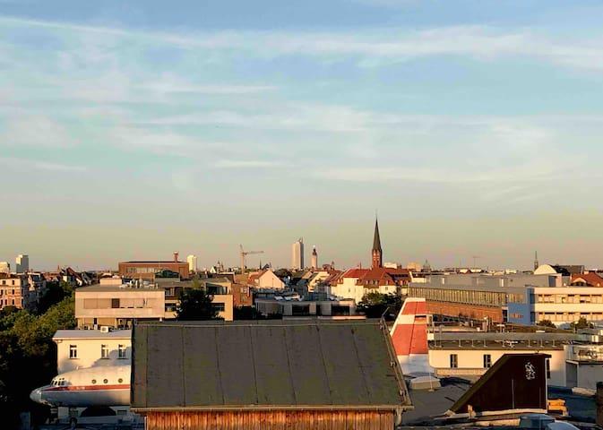 Offenes Dachgeschoss-Loft mit großer Terrasse