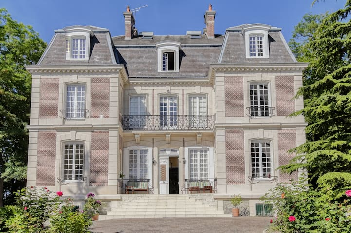 Luxurious & Charming Mansion in French coutryside