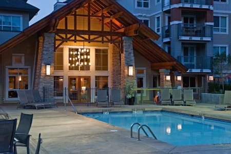 Poolside, Amazing Downtown Location