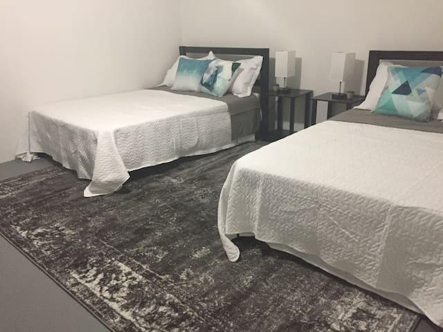 Private Room w/ 2 Full Beds in O4W Loft Apartment on Beltline