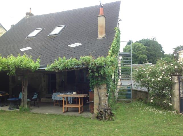 Fontaine-les-Coteaux的民宿