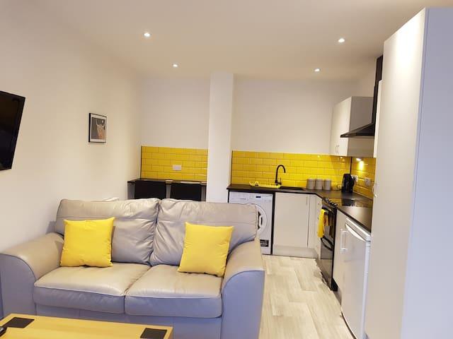 Leckhampton Road Apartment 1 - One bedroom|Parking