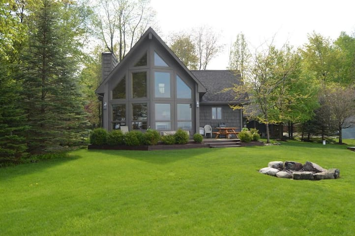 Brothers Bay Retreat on Crystal Clear Long Lake