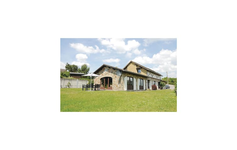 Holiday cottage with 5 bedrooms on 270m² in Somme-Leuze