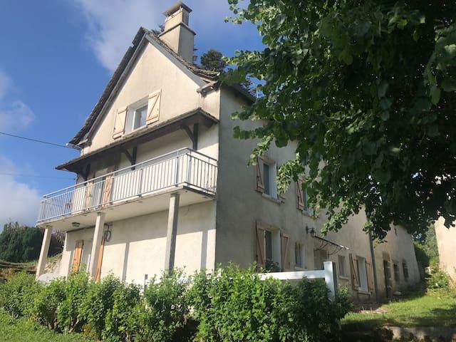 Chaudes-Aigues 的民宿