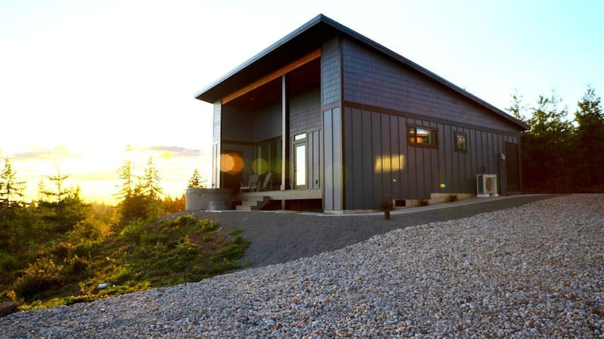 Luxury Guesthouse Retreat with Hottub, Sauna, View
