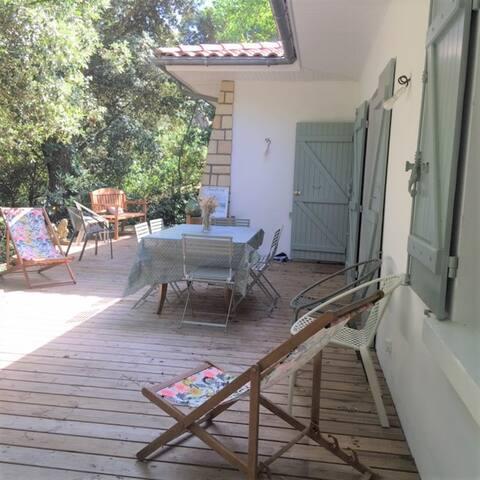 Villa au calme,  grande terrasse, 5 min de plage