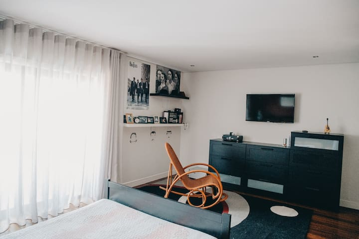 Cozy home 5 minutes away from city center