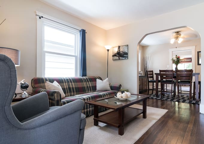 Cottage Feel In the Heart of Downtown Royal Oak!