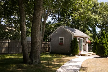 Romantic Cottage with Kayak, Bikes & Beach Chairs