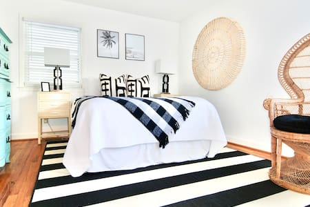 Chic suite in the heart of Wrightsville Beach