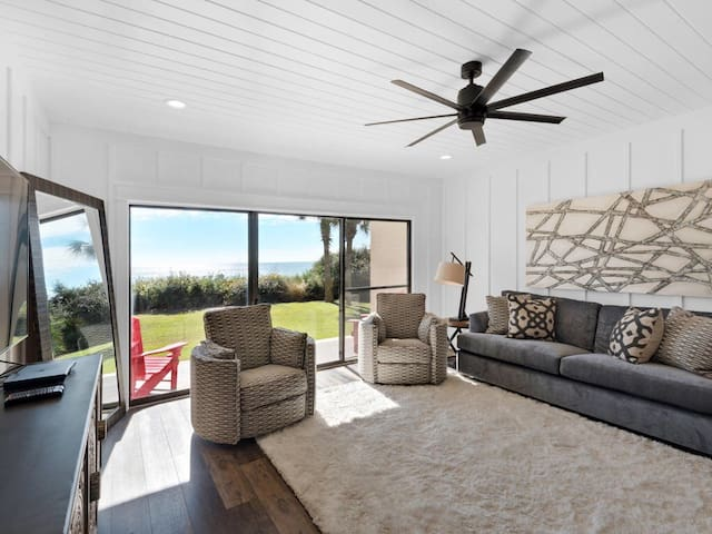 LOCATION! Ground Level, Gulf Front in Seagrove!