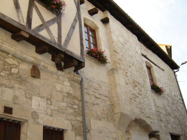 Saint-Jean-d'Angély的民宿