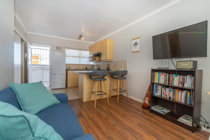 Gorgeous bright space off the Green Point strip