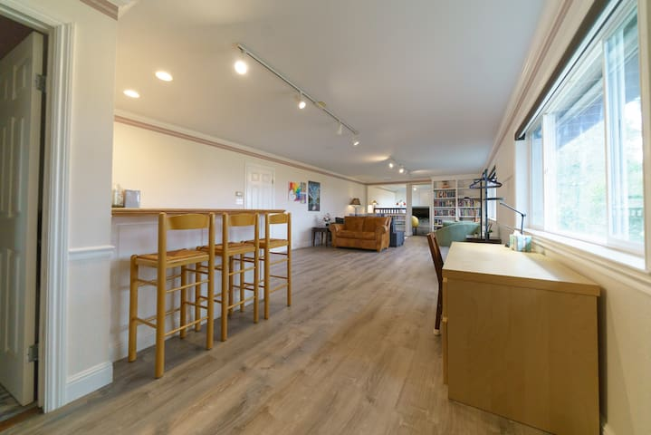 Spacious Studio with Bay View & Private Entrance