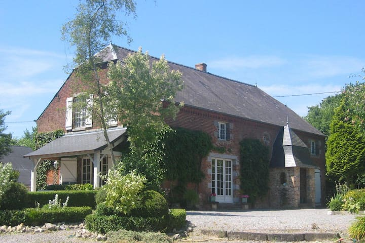 Great character house with beautiful quiet park on a hill of the Green Axis