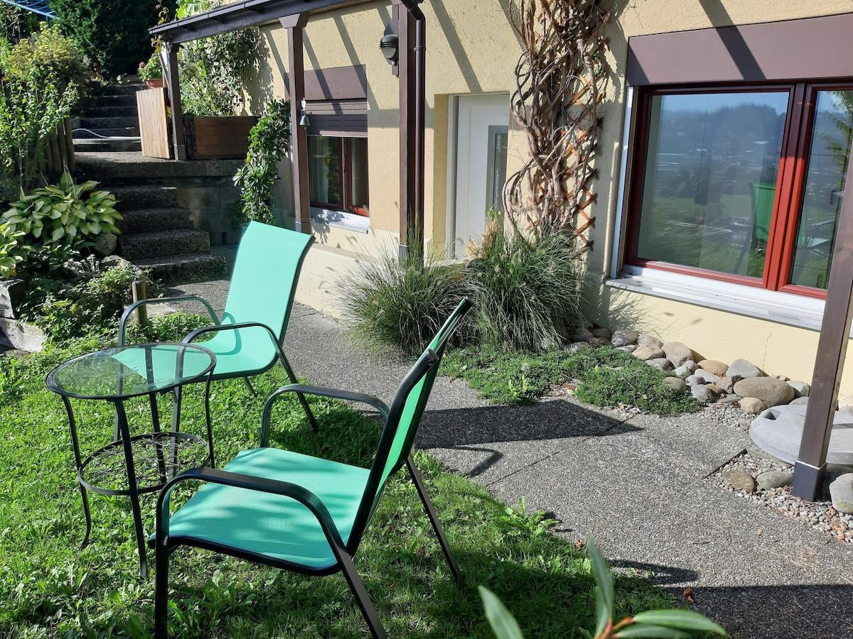 Studio mit toller Aussicht und Gartensitzplatz
