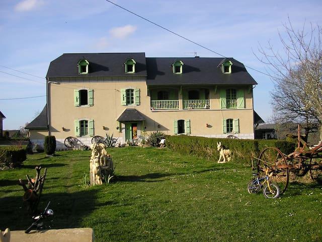 Saint-Pé-de-Bigorre的民宿