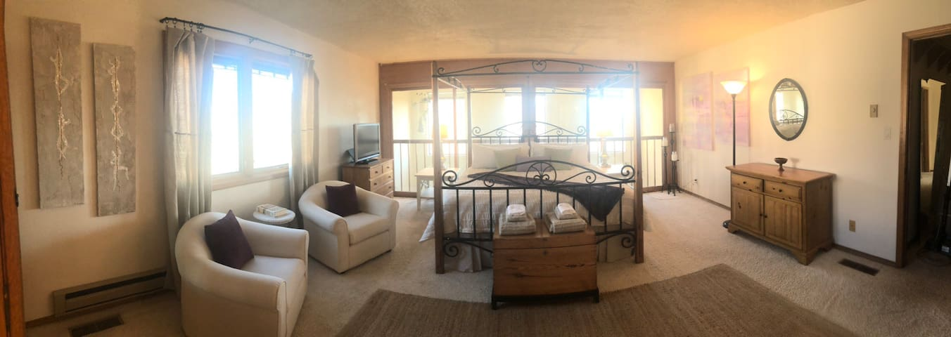 Entire Master Suite, King Bed, Private Bath, Views