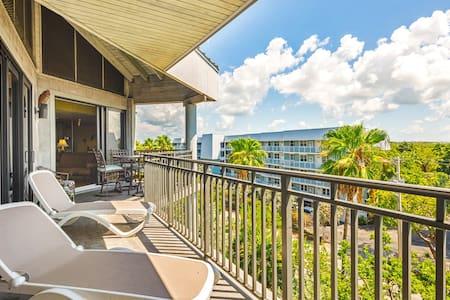 Colorful beachfront condo w/ ocean view balcony & shared hot tub/pool/tennis!