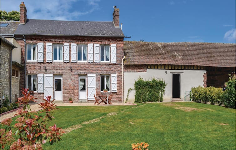 Holiday cottage with 2 bedrooms on 120m² in Trie Chateau