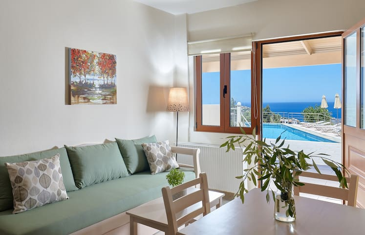 Cozy pool front apartment with sea view (Green)