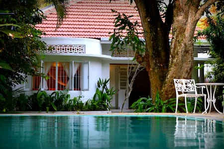 CozyNest - a Deluxe Bungalow in Galle town
