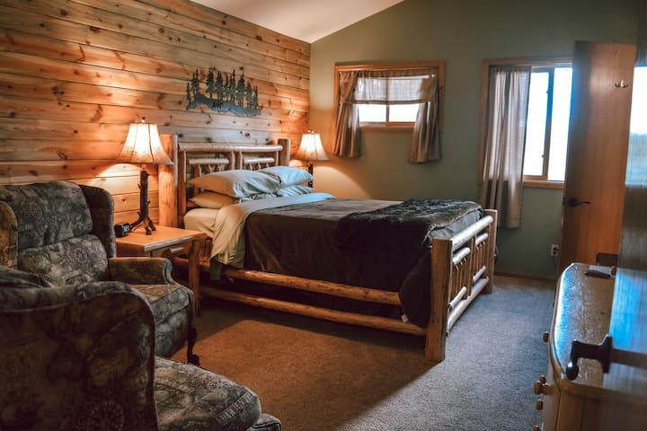 Pine Deluxe Queen at Juniper Mountain House
