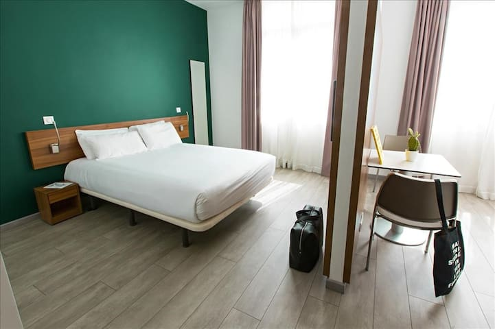 Comfortable & modern private double room with pool