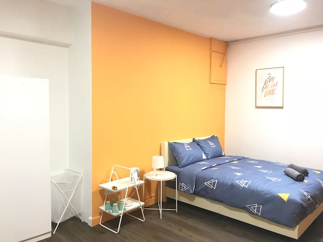 Specious Room@Chinatown MRT- Long Term available