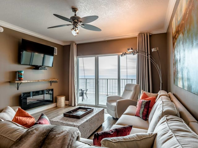 Beachfront Condo with Easy Access to Beach and Pool!