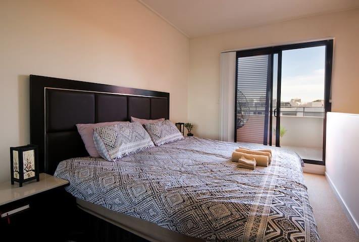 ICC Sydney(悉尼展览中心)旁双层双阳台豪华公寓(免费车位)