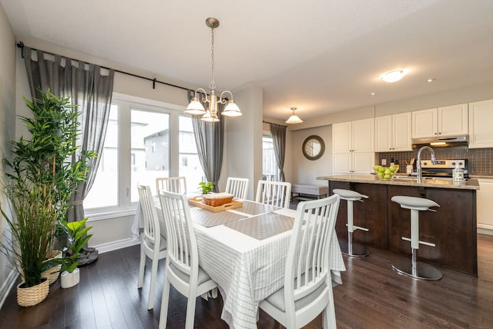Minutes from CTC, Open Concept Town with Parking!