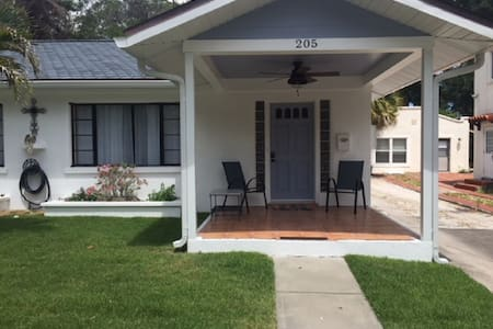 Cozy Cottage R-Steps to Riverwalk/Close to Beaches