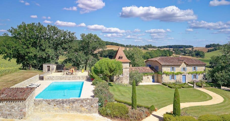 Castelnau-sur-l'Auvignon的民宿