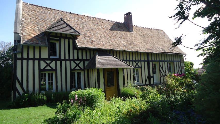 La Haye-Malherbe的民宿